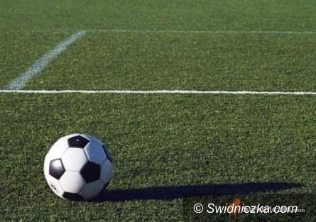 REGION: Piłkarska klasa okręgowa: Podział punktów w meczu czołowych ekip