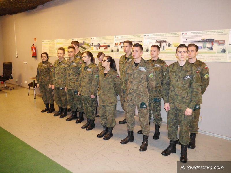 """Strzegom: Ćwiczenia klas mundurowych strzegomskiego LO na systemie """"Śnieżnik II"""""""