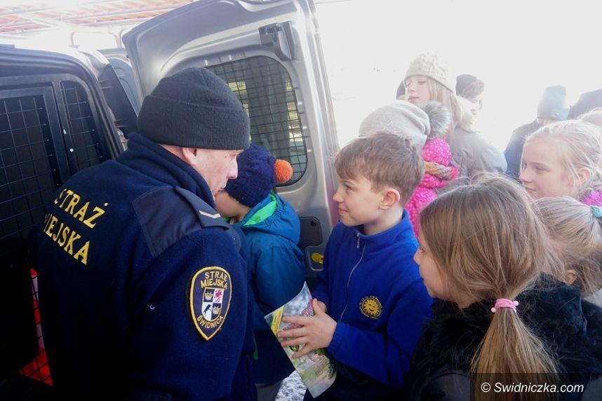 Świdnica: Uczniowie szkoły podstawowej nr 8 z wizytą w Straży Miejskiej