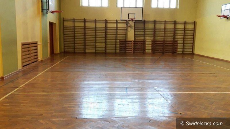 Strzegom: Hala sportowa strzegomskiego LO w remoncie