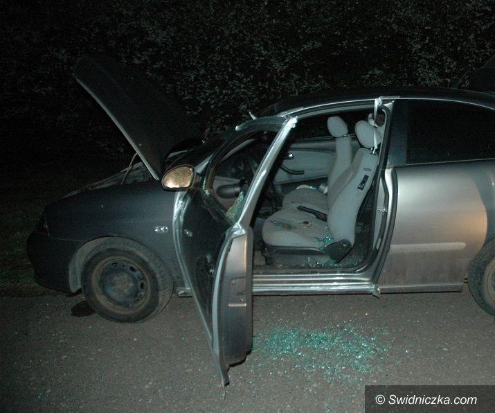 Strzegom: Odkręcił butlę z gazem, ale policjanci go uratowali