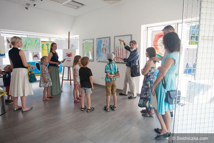 Świdnica: Dzieła młodych twórców ze świdnickiej pracowni malarskiej w Wieży Ratuszowej