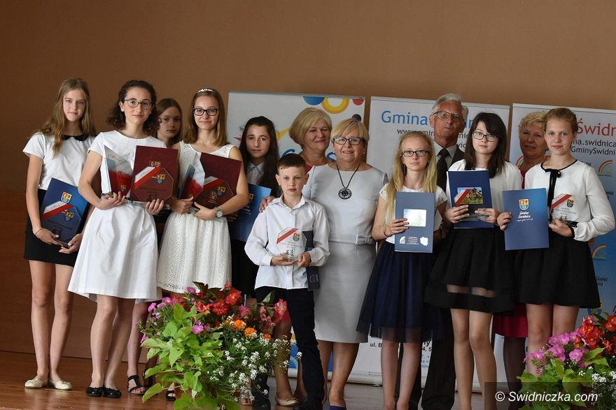 Gmina Świdnica: Wójt gminy Świdnica nagrodził najzdolniejszych uczniów