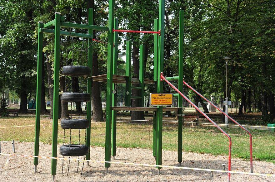 Świdnica: Trwa przebudowa placu zabaw w Parku Centralnym w Świdnicy