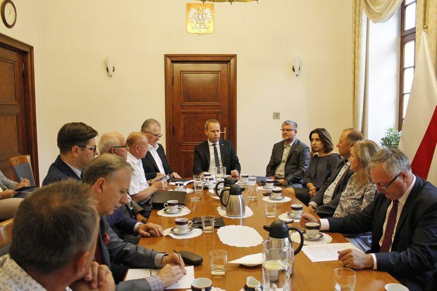 REGION: Posiedzenie zespołu Wojewody Dolnośląskiego ds. rolnych w związku z wystąpieniem suszy