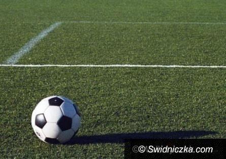 REGION: IV liga piłkarska (grupa wschód): W derbach powiatu świdnickiego górą Polonia/Stal