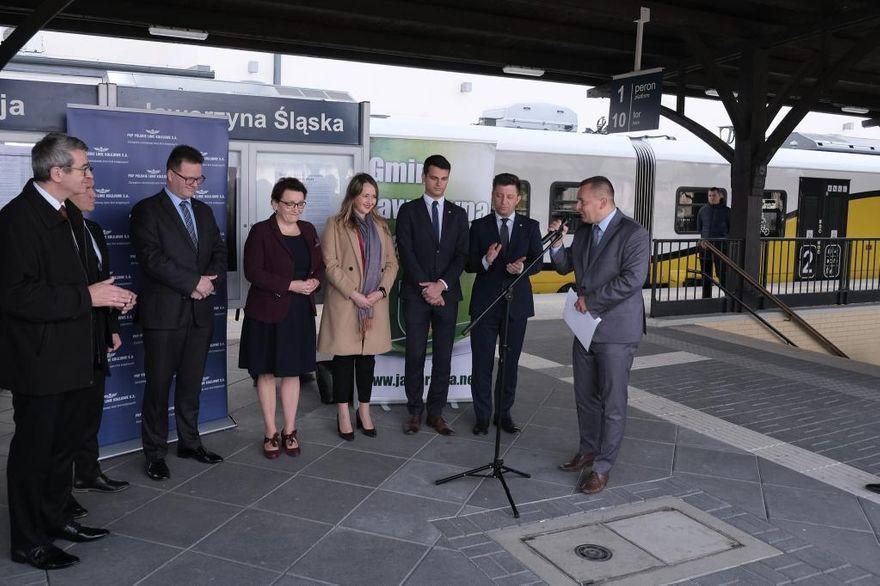 Jaworzyna Śląska: Ministrowie ogłosili – rozpoczęcie budowy przejścia pod torami rusza niebawem