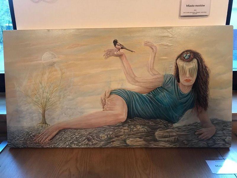 Świebodzice: Humaniści ze świebodzickiego LO na surrealistycznym wernisażu