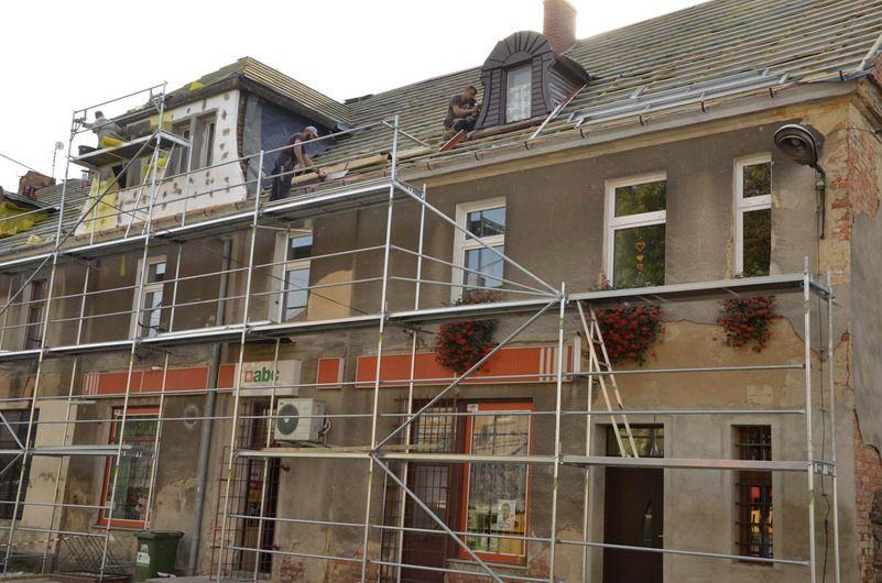Imbramowice: Trwa remont dachu budynku w Imbramowicach