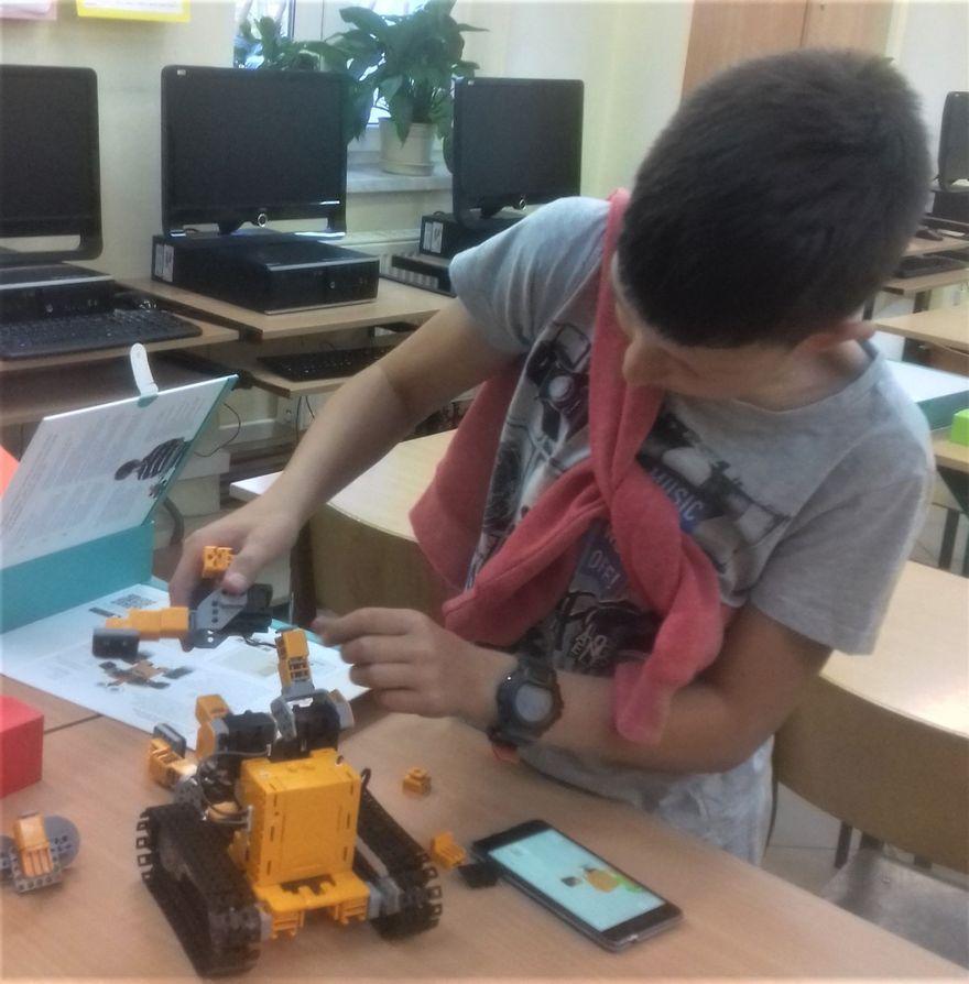 Strzelce: Pierwsze roboty w szkole w Strzelcach