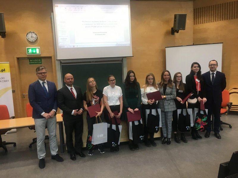 Świebodzice: Udział uczniów z LO w Świebodzicach w naukowej konferencji o prawach kobiet