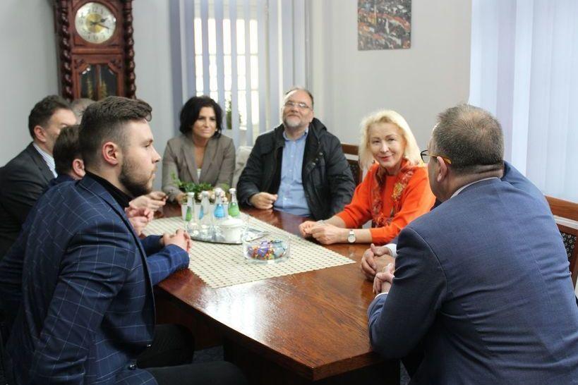 Świebodzice: Spotkanie z parlamentarzystami w świebodzickim ratuszu