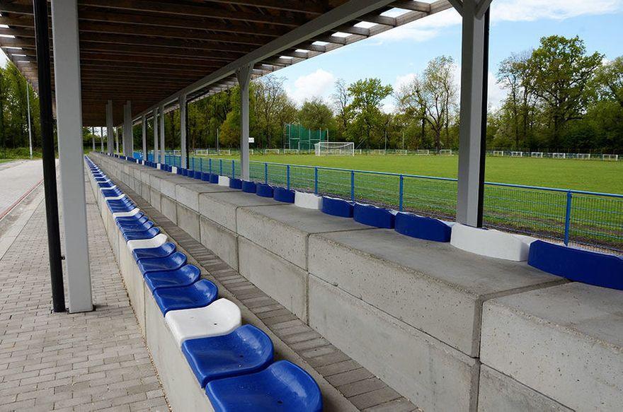 Żarów: Zakończyła się budowa trybun na stadionie sportowym