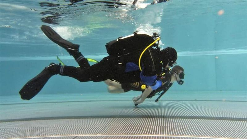 Strzegom: Nurkowanie klasy mundurowej strzegomskiego LO