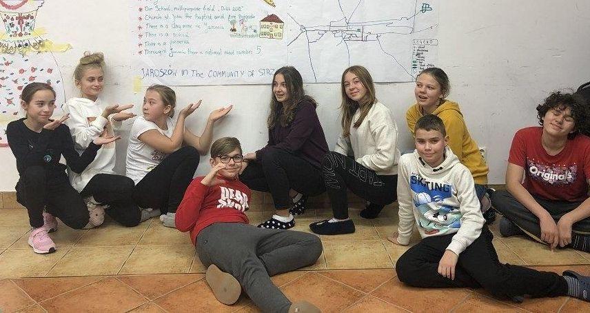 Jaroszów: Uczniowie na