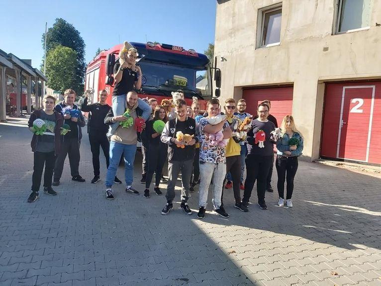 Żarów: Pluszaki dla strażaków