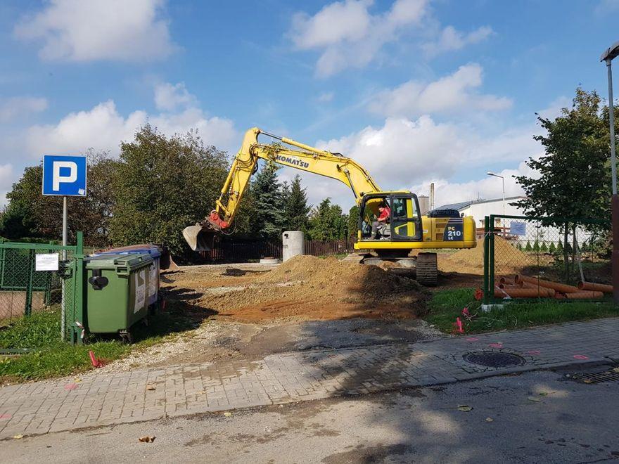 Marcinowice: Przebudowują parking