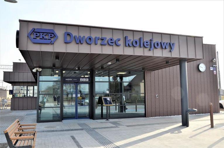 Imbramowice: Dworzec jak nowy